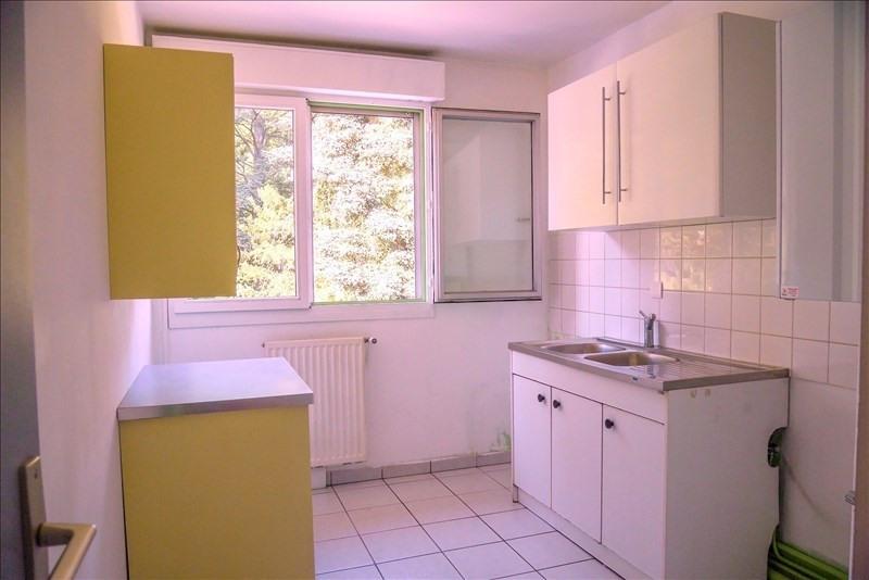 Rental apartment Charbonnieres les bains 750€ CC - Picture 6