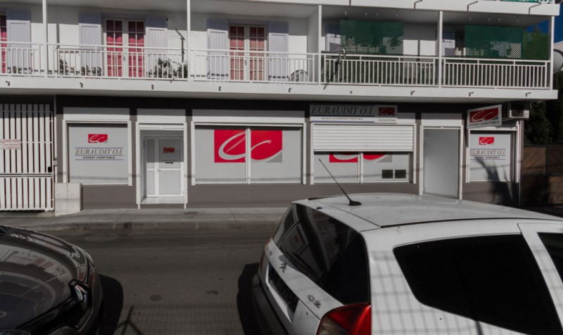 Location local commercial Saint louis 1 405€ HC - Photo 3