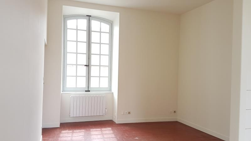 Rental apartment Henrichemont 250€ CC - Picture 1