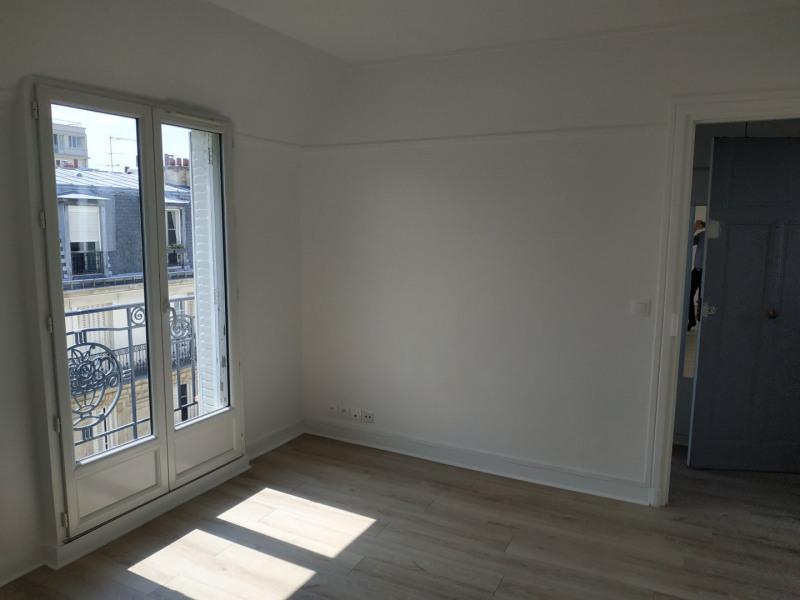 Location appartement Paris 15ème 1177€ CC - Photo 2