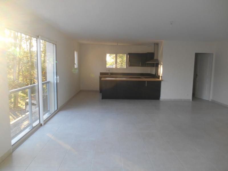 Rental apartment Saint-médard-d'eyrans 1100€ CC - Picture 2