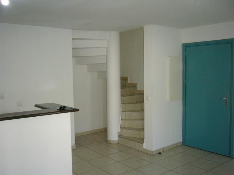 Rental apartment St denis 733€ CC - Picture 6