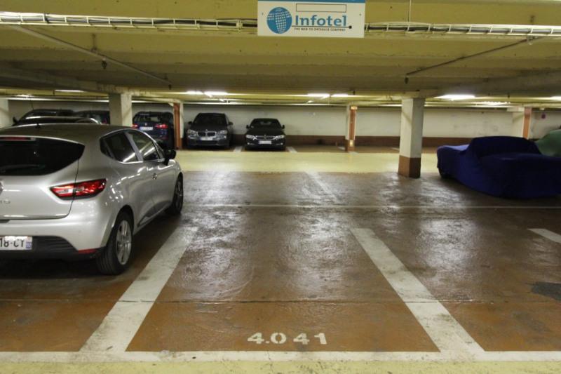 Rental parking spaces Neuilly sur seine 150€ CC - Picture 2
