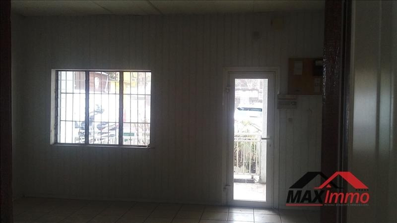 Location local commercial Le tampon 1 050€ HT/HC - Photo 1