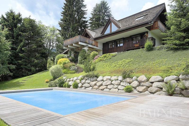 Chalet avec piscine extérieure