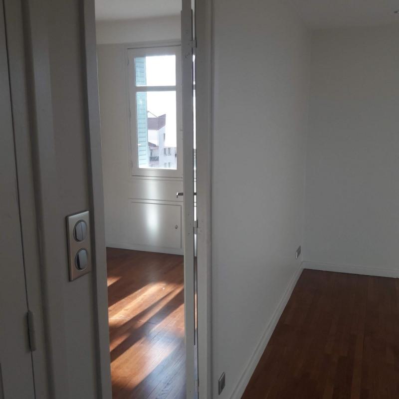 Sale apartment Lyon 8ème 220000€ - Picture 2
