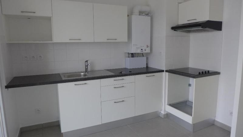 Rental apartment Decines charpieu 784€ CC - Picture 6