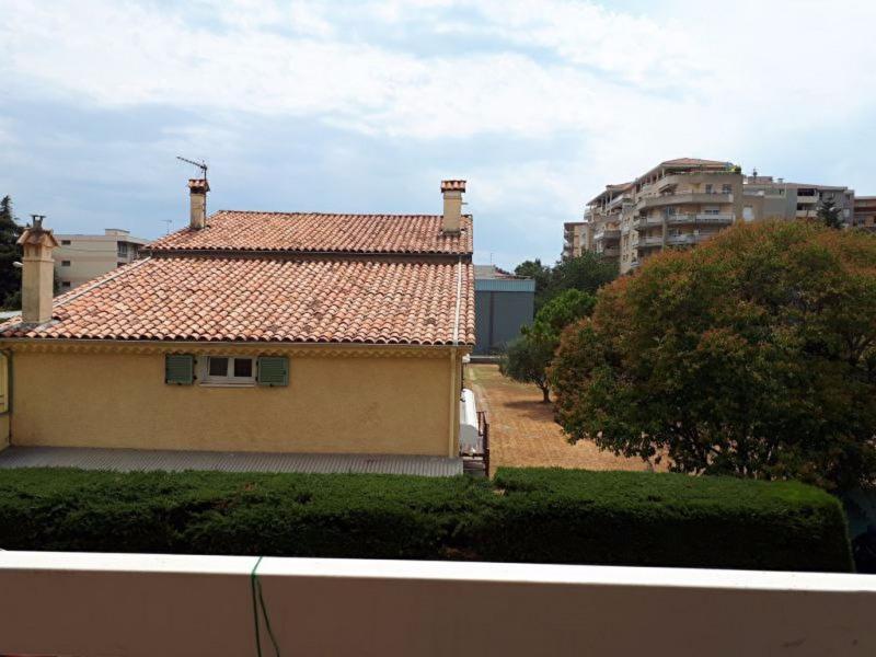Sale apartment Saint laurent du var 185000€ - Picture 2