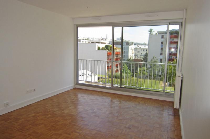 Location appartement Paris 10ème 990€ CC - Photo 2