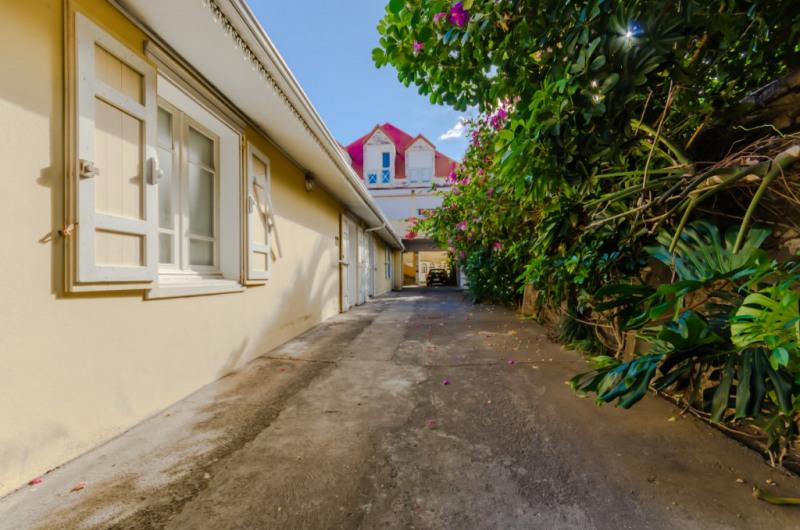 Location local commercial Saint pierre 610€ HC - Photo 1