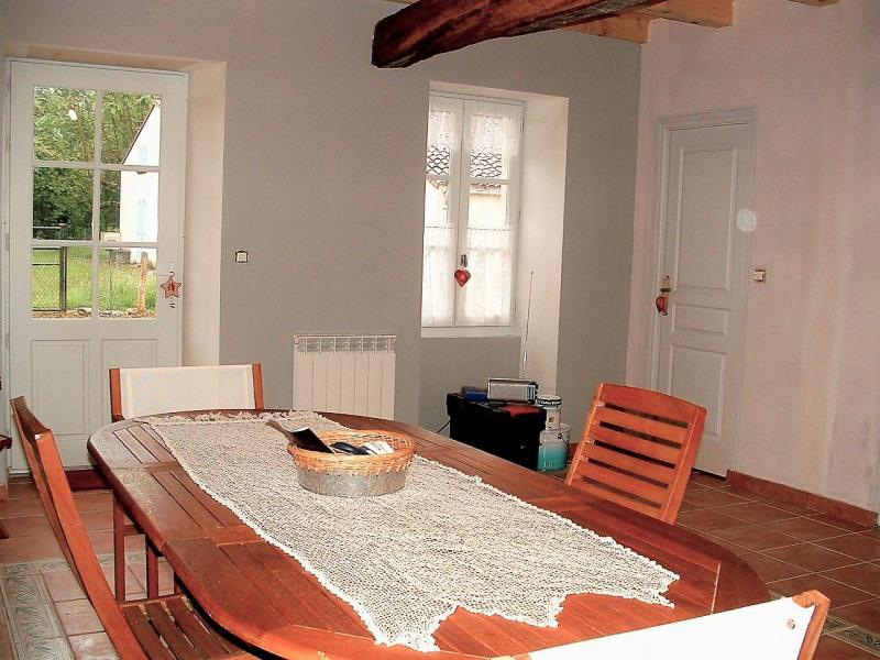 Sale house / villa Velluire 99000€ - Picture 5
