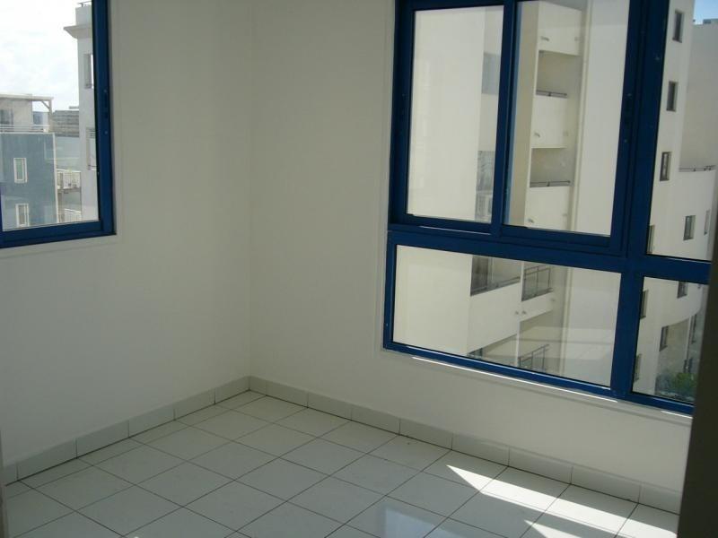 Rental apartment St denis 666€ CC - Picture 3