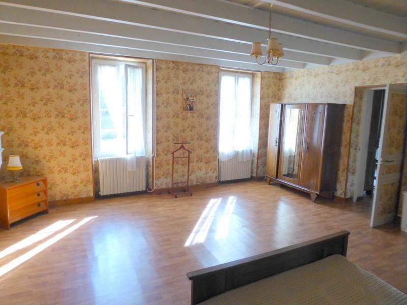 Sale house / villa Louzac-saint-andré 210000€ - Picture 7