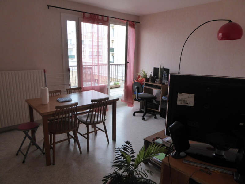 Rental apartment Maurepas 742€ CC - Picture 1