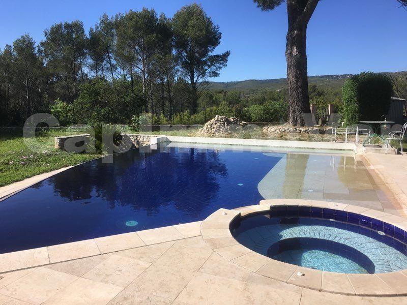 Deluxe sale house / villa Le beausset 660000€ - Picture 2