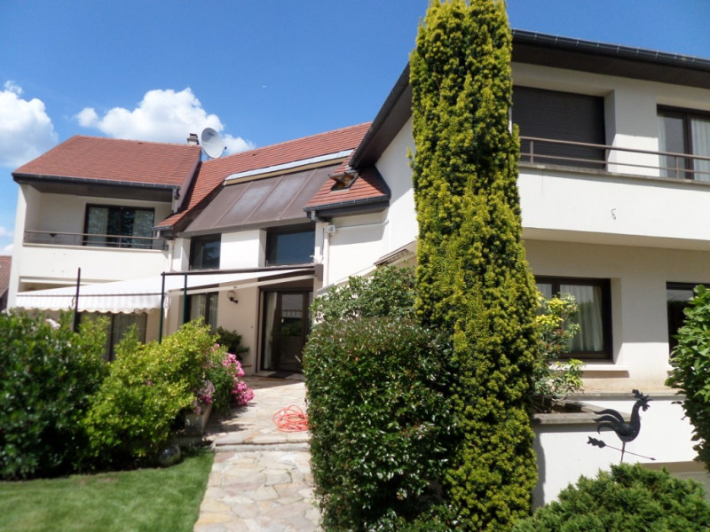 Deluxe sale house / villa Louveciennes 1375000€ - Picture 1