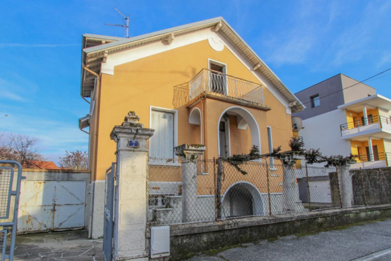 Sale house / villa Chambery 295000€ - Picture 1