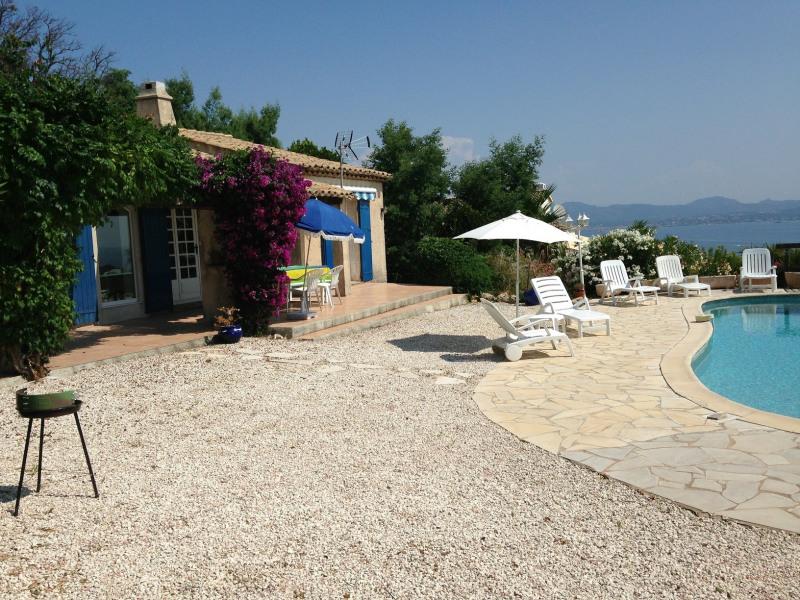 Short-term rental house / villa Les issambres 1627€ CC - Picture 6