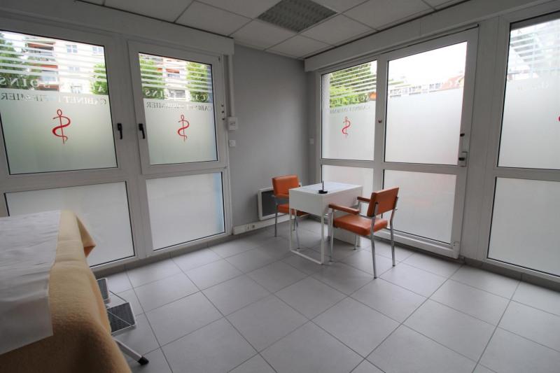 Locação armazém Voiron 540€ HT/HC - Fotografia 2