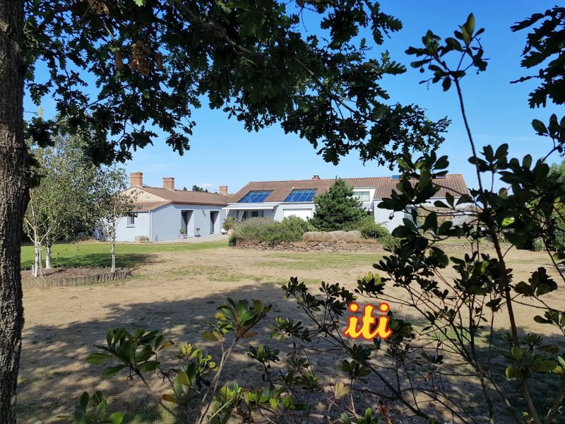 Deluxe sale house / villa Brem sur mer 591000€ - Picture 1