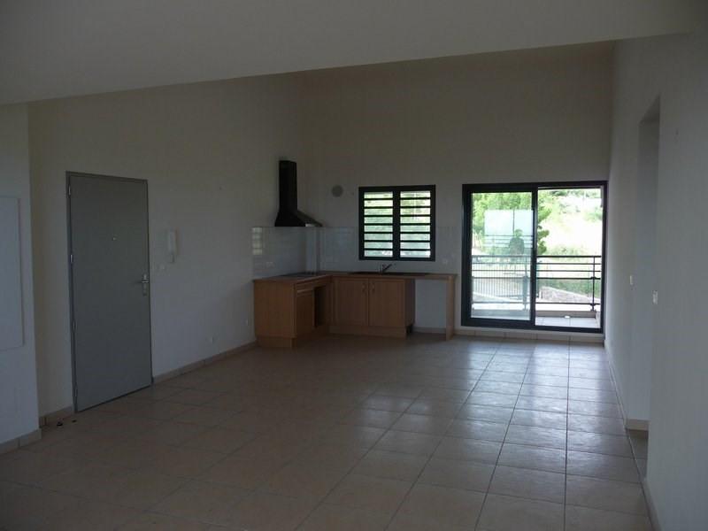 Location appartement La possession 804€ CC - Photo 1