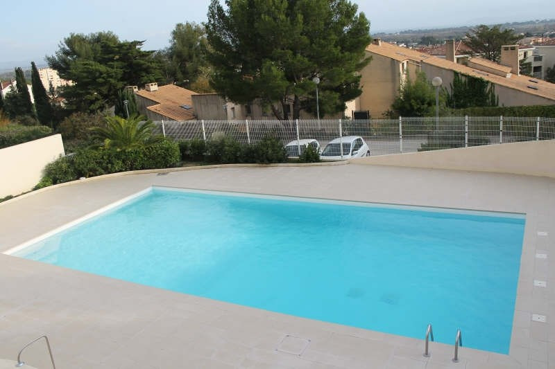 Sale apartment Hyeres 133 000€ - Picture 2