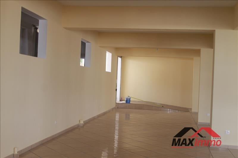 Location local commercial Le tampon 4299€ HT/HC - Photo 2