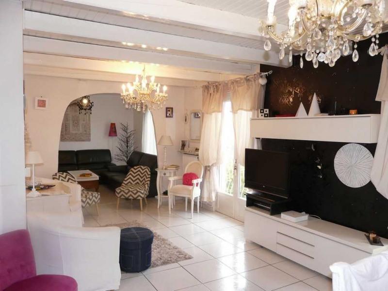 Sale house / villa Saint-genest-lerpt 237000€ - Picture 1