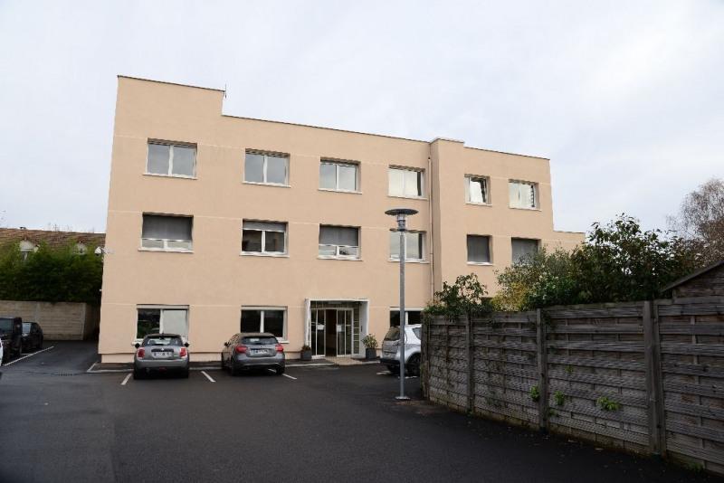 Rental office Le mesnil le roi 973,05€ HC - Picture 3