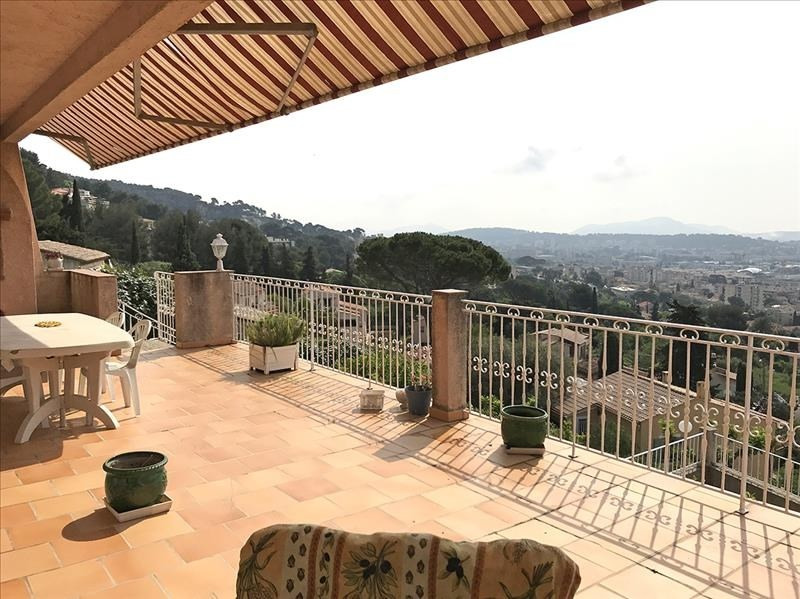 Deluxe sale house / villa Toulon 569 000€ - Picture 1