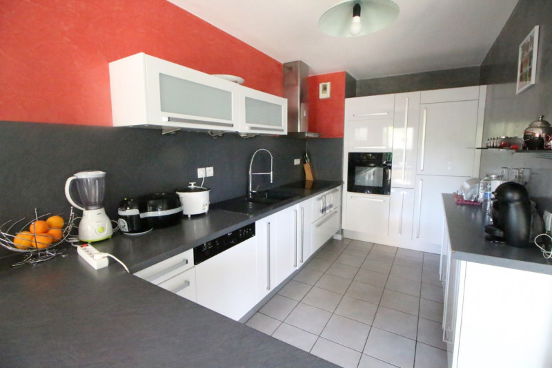 Sale apartment Fontaine 210000€ - Picture 5