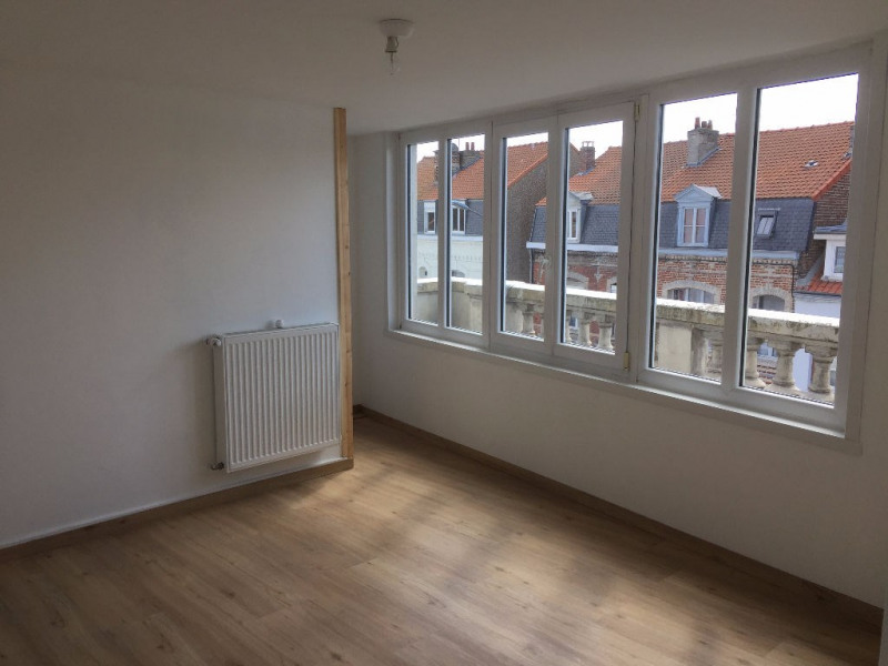 Rental apartment St omer 422€ CC - Picture 4
