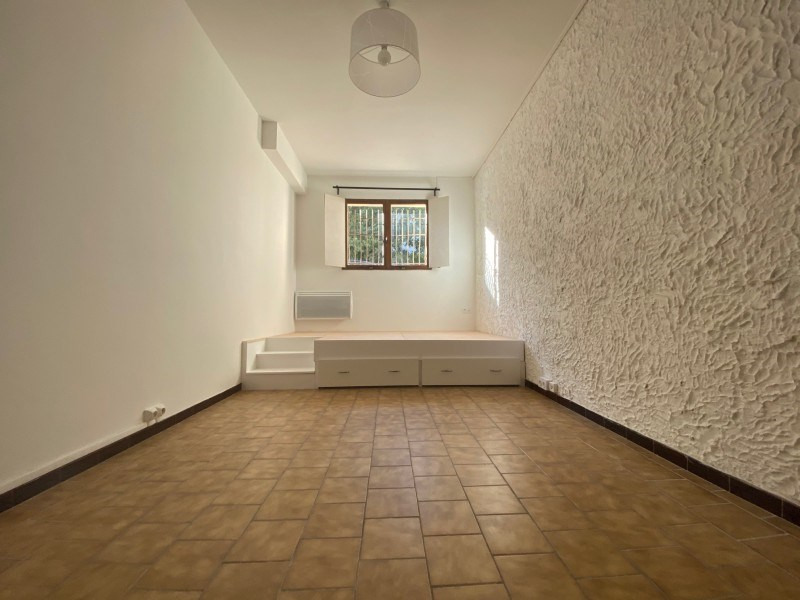 Rental apartment Ollioules 415€ CC - Picture 1