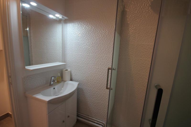 Location appartement Paris 18ème 860€ CC - Photo 5