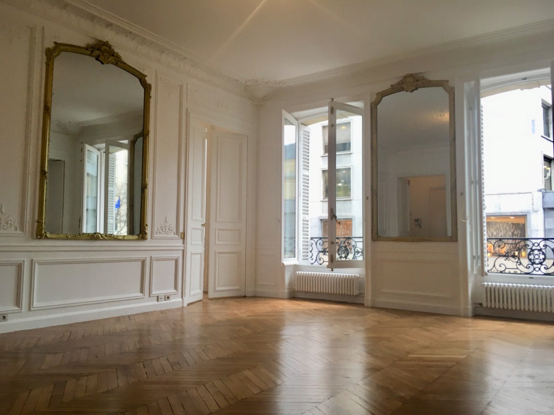 Location appartement Paris 8ème 4 092€ CC - Photo 1