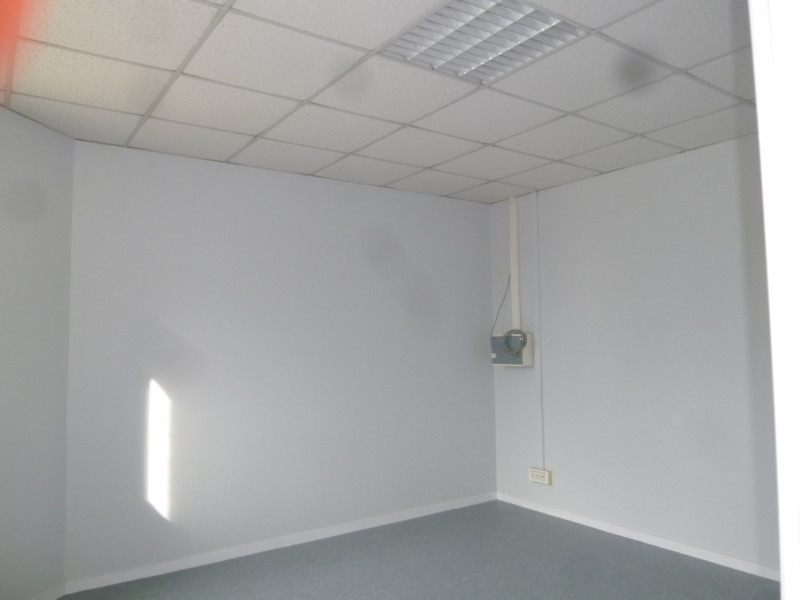 Location local commercial Brignais 1 220€ HT/HC - Photo 7