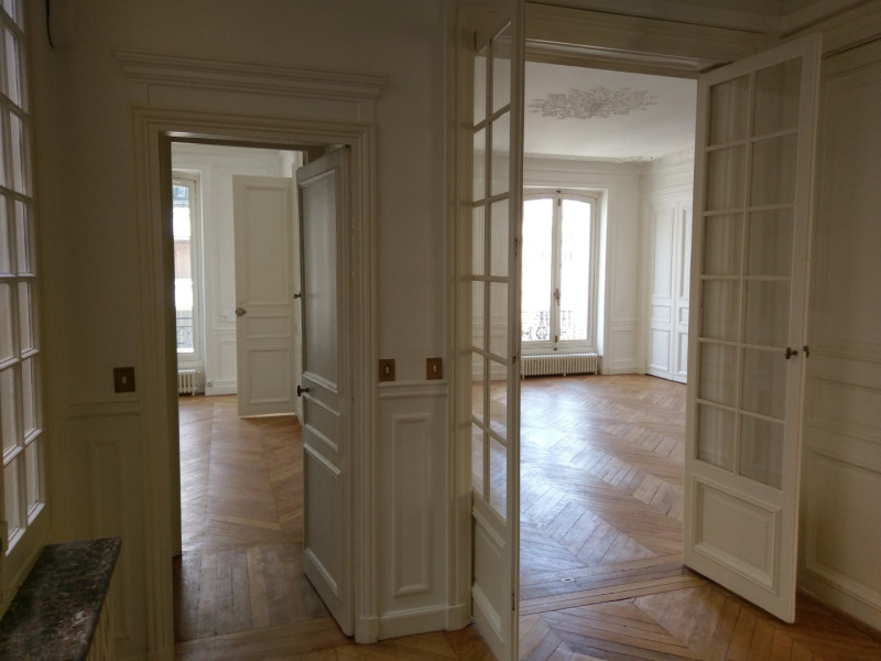 Location appartement Paris 8ème 3 966,80€ CC - Photo 4