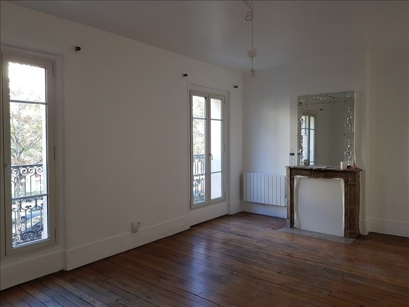 Rental apartment Paris 10ème 1450€ CC - Picture 1