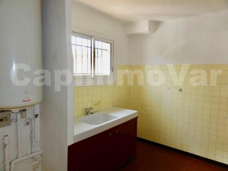 Rental apartment Le beausset 459€ CC - Picture 5