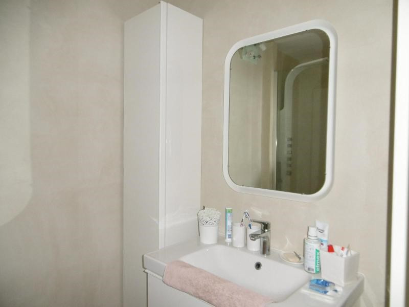 Sale apartment Cusset 139 000€ - Picture 3