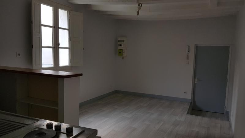 Location appartement Laval 325€ CC - Photo 3