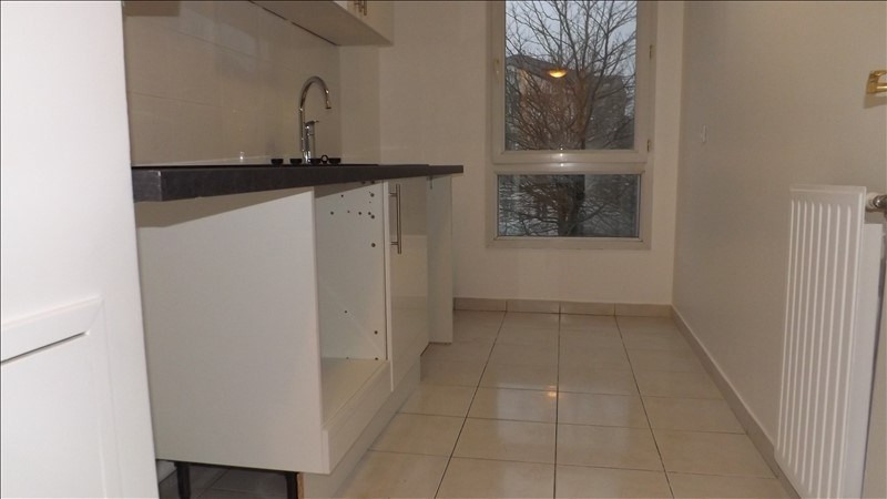 Rental apartment Bussy st georges 1 186€ CC - Picture 3
