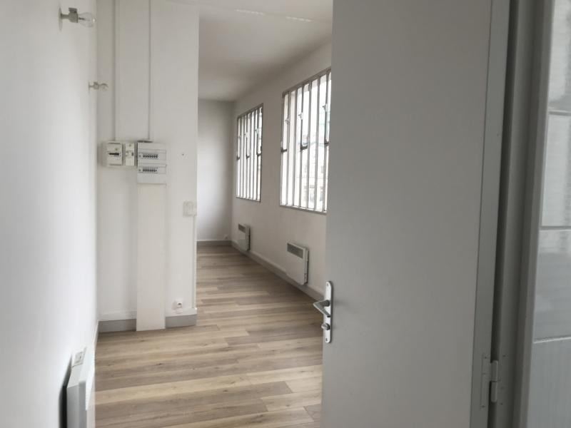 Location appartement Paris 10ème 1 625€ CC - Photo 9
