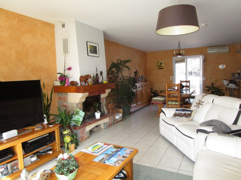 Sale house / villa Azay le brule 239 900€ - Picture 4