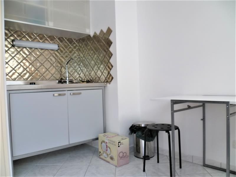 Location appartement Paris 18ème 895€ CC - Photo 2