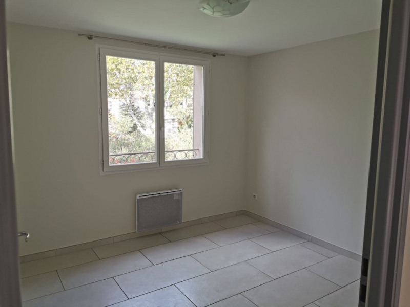 Location appartement Calas 950€ CC - Photo 5