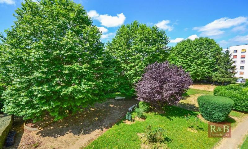Sale apartment Les clayes sous bois 143000€ - Picture 2