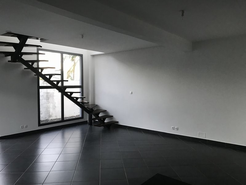 Location maison / villa Petite ile 890€ CC - Photo 6