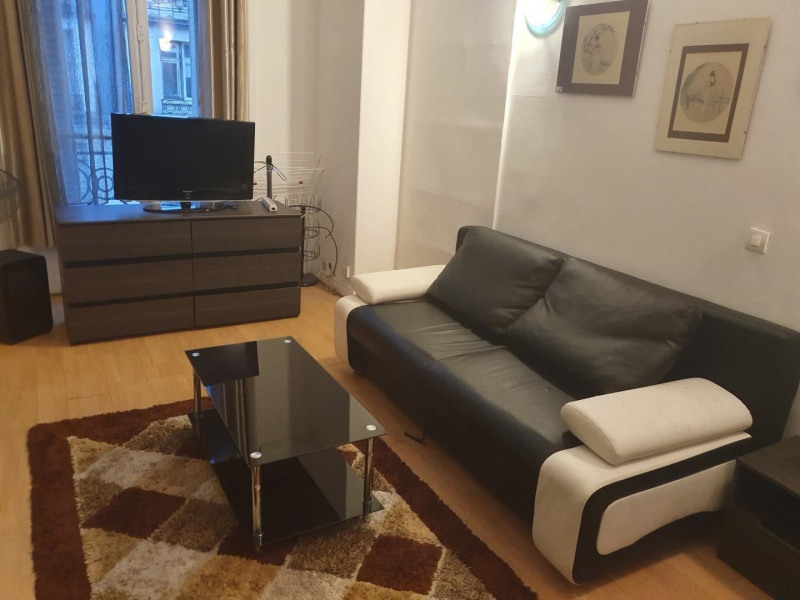 Location appartement Paris 8ème 1450€ CC - Photo 1
