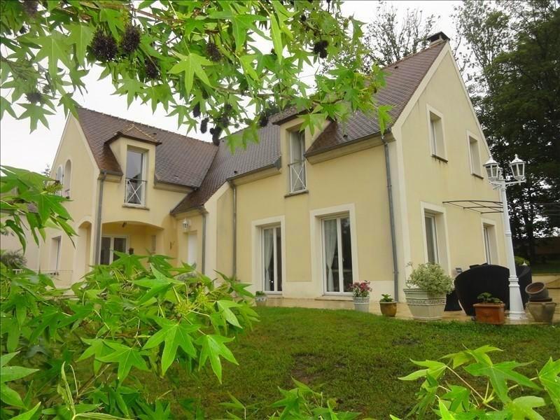 Sale house / villa Montfort l amaury 568000€ - Picture 1